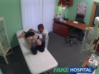 Fakehospital doktor creampies príťažlivé atletické študent s úžasné telo