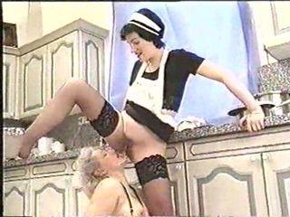 Piss; dewasa wanita drinks maids piss
