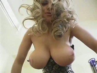 حار شقراء جبهة مورو مع كبير طبيعي الثدي