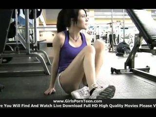 vol sport scène, sportschool thumbnail, nominale solo girls neuken