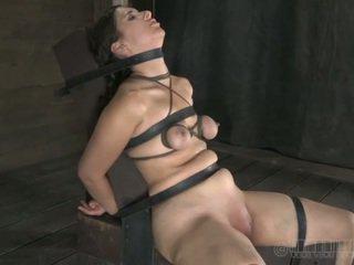 Painful clamping für beautys titten
