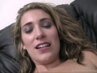 Casting Vicky's young pussy