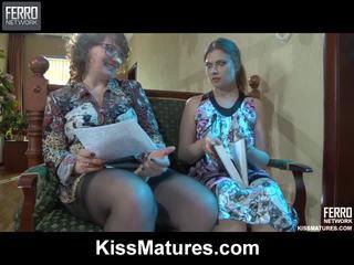 Flo&alana pussyloving ママ onto ビデオ