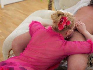 frisch rasierte muschi, online blowjob heiß, heiß kleine brüste sehen