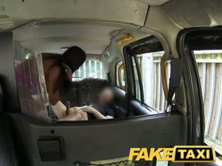 Faketaxi sexy americana falls para velho taxi truque