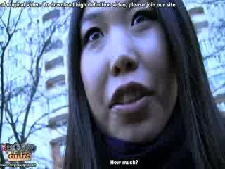 غريب الآسيوية دمية في واقع الاباحية