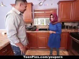Teenpies - muslim vajzë praises ah-laong kar