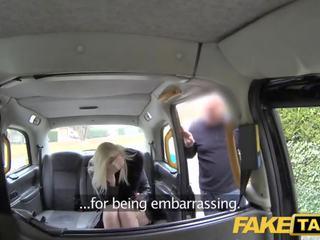 Fake taxi uzbudinātas blondīne fucked uz the pakaļa par taxi bonnet