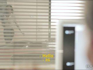 Alexa tomas adalah secuding dia officemate