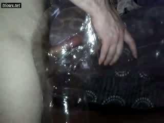 Извратен guy чукане секс кукла