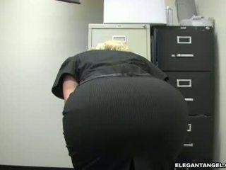 कट्टर सेक्स, चश्मा, blowjob कार्रवाई