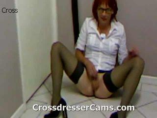 Vroče crossdresser prikazuje seksi tič