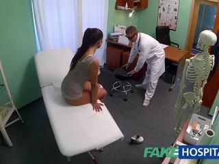 Fakehospital cochon milf sexe addict gets baisée par la docteur