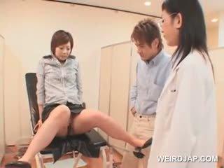 Japānieši meitene gets pilns vāvere pārbaude pie the gynecologist