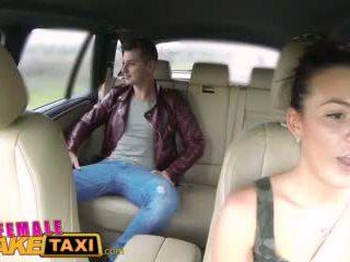 Femalefaketaxi 热 cabbie wants 到 得到 性交 和 有 附带 所有 以上 她的 完美 奶 视频