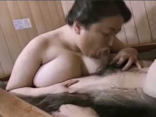 Ázsiai érett nagymellű mariko pt2 bath (no censorship)