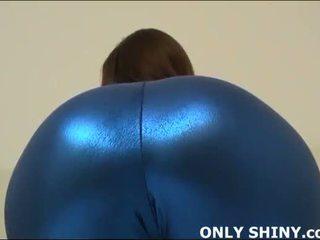 Dette stram blue spandex hugs min curves