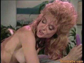 Retro đồng tính nữ licking của họ chặt chẽ puss