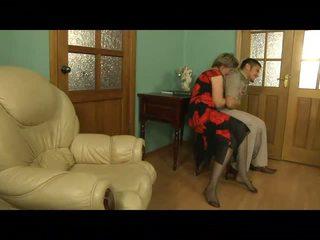 een volwassen scène, moms and boys film, nominale oudere dames vid
