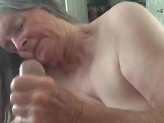 een plezier scène, vol cum in de mond, grootmoeder video-
