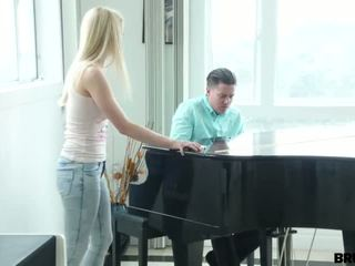Bitch brut-fucked by piano guy - Porn Video 601