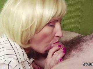 18yr 老 德語 男孩 勾引 step-mom masturbation 和 他媽的