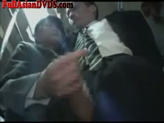 Ázijské školáčka gives robenie rukou na autobus