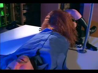 红发 他妈的 在 手套 和 一 胶乳 制服
