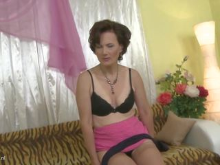 Beautiful Mature Lady Alice Bating for You: Free HD Porn be
