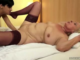 full pussy licking fuck, old, lezzy scene