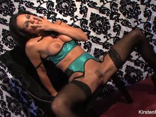 Busty Kirsten Price Masturbates on the Chair: Free Porn 7b