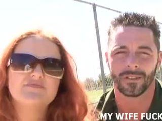 Ver su esposa chupando un stranger's enorme polla