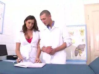 malaki brunette magaling, sariwa oral sex, vaginal sex