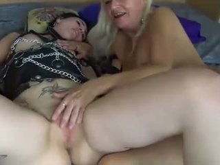 Lesbians bata at maturidad women