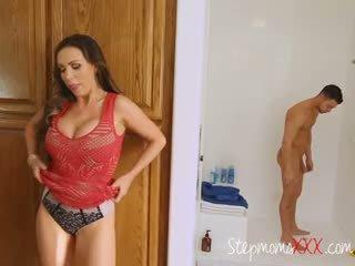 Macocha seduces i sucks lover z stepdaughter