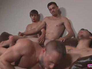 Dirk fucks 3 chaud studs en stepfathers secret