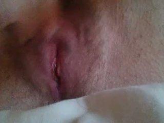 Tüdruk masturbeerimine til ta comes lähedal üles