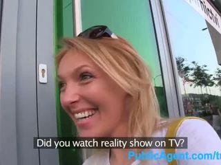 Publicagent αυτή gets spit-roasted outdoors να πάρει πραγματικότητα τηλεόραση δουλειά