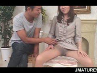 ناضج الآسيوية seductress flaunting لها مرح الثدي و مهبل