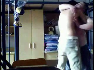 college klem, online mollig, slaapzaal film