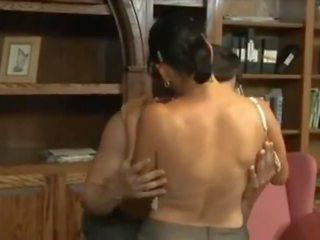 Super reif mutter machen ein süß sex _ milf heiß videos ( alt vs jung)