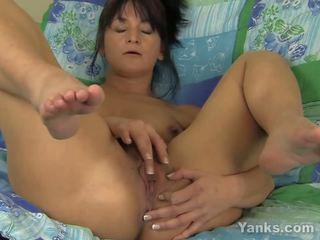 MILF Tara Fingering Her Snatch, Free MILF Fingering HD Porn