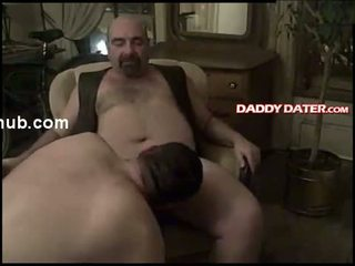 Hung daddybear smokes while getting sucked