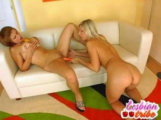 Heiß lesben sluts setzen dildo im ihre arsch für einige anal vergnügen