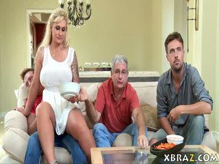 Pamāte mammīte seduces viņai stepson ar viņa tētis tiesības tur