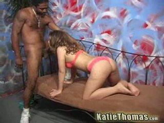Katie thomas shows quoi elle knows