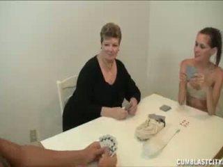 Tini és anya busting a nut a a szomszéd fiú