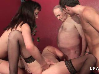 2 Jeunes Salopes Francaises Sodomisees Dans Un Club.