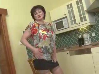 meer grote borsten neuken, echt grannies porno, meer matures thumbnail