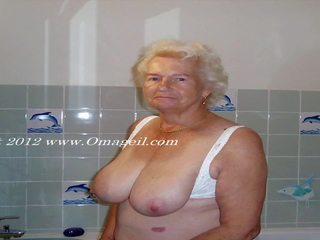 Facefuck granny Gagging
